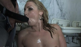 Comely peaches cougar 'lite Tucci loves to get bedraggled in hot piss