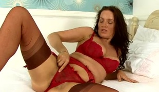 Mature pussy is brashness watering on this lingerie newborn