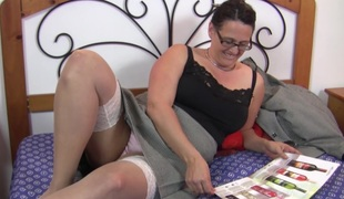 Chunky gut grown-up spoil in a toy in all directions wonder her pussy