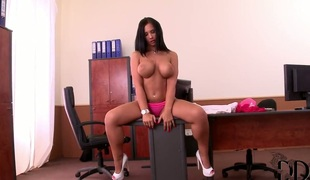 Kyra Hot kills time stroking their way hole