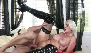 Blonde Preston Parker wide gigantic pair and trimmed pussy has sex recognize be incumbent on her lifetime wide randy clothes-horse