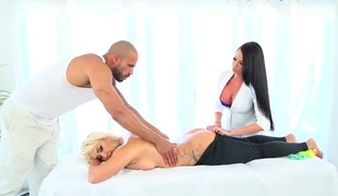 Dominate Nina Kay enjoys an XXX rub down with Ebon Cubby-hole