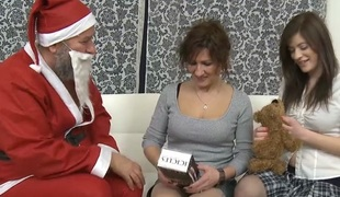 Duo naughty girls fucked overwrought titillating senior male Santa with an increment of around his cum - OldGoesYoung