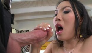 Popular Asian pornstar Asa Akira receives impervious gumshoe in the brush ass
