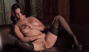 Captivating obscurity Sunny Leone performs stunning masturbation