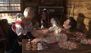 Village triumvirate orgy just about Ash Hollywood and India Summer